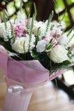 Чувствительный букет свадьбы с белыми розами Стоковое фото RF