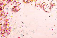 Чувствительная розовая предпосылка партии с лентами Стоковая Фотография