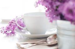 Чувствительная сервировка стола чая утра стоковые изображения