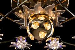 Чувствительная люстра конца-вверх ламп звезды цвета на черноте Стоковые Фото