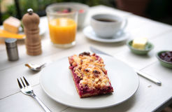 Чувствительный завтрак на белой таблице Стоковое Изображение