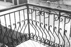 Чугунные элементы балкона экстерьер стоковые фотографии rf