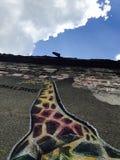 Чудесная настенная роспись жирафа в Одессе, Украине - ЕВРОПЕ стоковая фотография rf