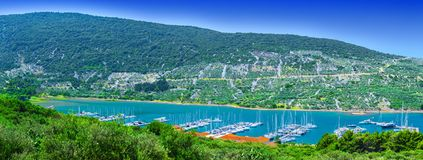 Чудесная романтичная береговая линия панорамы ландшафта после полудня лета Стоковые Изображения