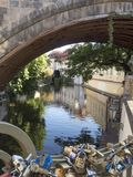 Чудесный город paha каналом Стоковые Изображения