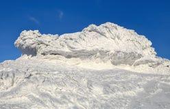 Чудесный ландшафт зимы на солнечный день Нереальная, фантастическая, мистическая, который замерла текстура с заморозком, лед и сн стоковое фото rf