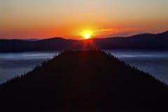 чудодей восхода солнца Орегона озера острова кратера Стоковая Фотография