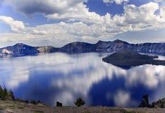 чудодей Орегона озера острова кратера Стоковые Изображения