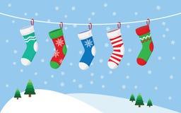 Чулки рождества для настоящих моментов, вися на веревочке иллюстрация штока