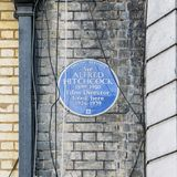 Чума английского наследия голубая где известный режиссер фильма, господин Альфред Hitchcock, 1899 до 1980 в квартире внутри Стоковые Изображения