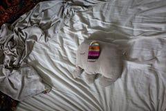 Чучело спать на кровати Стоковое фото RF