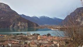 Чудесное место озера на горных вершинах Стоковые Фотографии RF