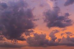 Чудесное облако на twilight небе захода солнца Стоковое Фото