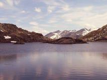Чудесное озеро Сан Бернардино в Швейцарии Стоковое Изображение RF