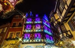 Чудесное рождество выделяя в Кольмаре, Эльзасе, Франции Stre Стоковое Изображение