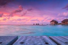 Чудесное twilight время на тропическом пляжном комплексе в Мальдивах Стоковое фото RF