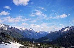 Чудесные снег-покрытые пики швейцарских гор Стоковые Фотографии RF