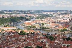 Чудесный взгляд к городу Праги от наблюдательной вышки Petrin в чехии Стоковое Изображение