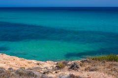 Чудесный вид на море от утеса стоковое изображение