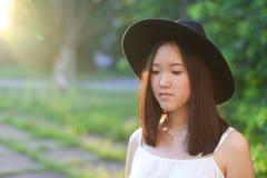 Чудесный женский заход солнца азиата шляпы Стоковое Изображение RF