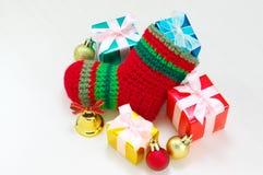 Чулок рождества и красочные настоящие моменты. Стоковая Фотография