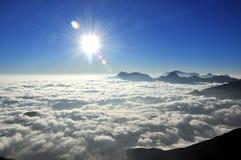 Чудо горы, облака и неба стоковое изображение