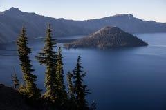 чудодей озера острова кратера Стоковая Фотография