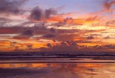 чывство выдержки пляжа дает медленные мягкие волны захода солнца очень Стоковая Фотография RF