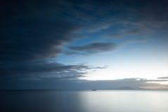 чывство выдержки пляжа дает медленные мягкие волны захода солнца очень Lobo, Batangas, Филиппины стоковое изображение rf
