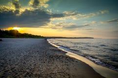 чывство выдержки пляжа дает медленные мягкие волны захода солнца очень Стоковые Фото