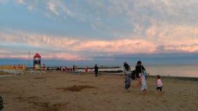 чывство выдержки пляжа дает медленные мягкие волны захода солнца очень Стоковое Фото