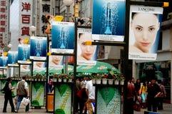 Чэнду, Китай: Знаки рекламы Lancome Парижа Стоковое Изображение
