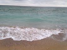 Чёрное море Чёрное море развевает пляж песка Стоковая Фотография RF