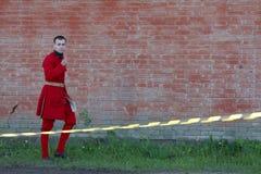 A члена клуба воинских reenactors предохранителя музея города крепости Стоковые Изображения RF