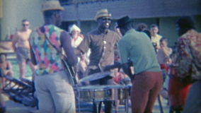1956: Члены банды имеют неофициальный танец перед толпой florida miami видеоматериал