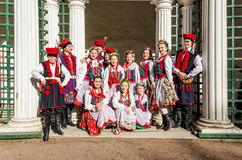 Члены польского народного танца GAIK делая общие фото для памяти Стоковая Фотография