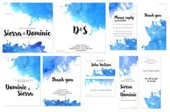 Шаблоны карточки установленные с голубой акварелью брызгают предпосылку; художнический дизайн для дела, свадьбы, приглашения годо Стоковые Фото
