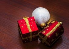 Шаблон для открытки с игрушками рождества Справочная информация Стоковые Изображения RF