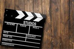 Шаблон колотушки кино на деревянном backround Стоковое Фото