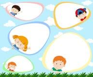 Шаблон с счастливыми детьми бесплатная иллюстрация