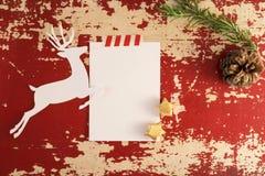 Шаблон взгляд сверху оленей отрезка бумаги рождества винтажный Стоковая Фотография