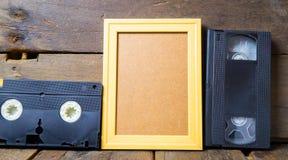 Шаблон деревянной рамки магнитных лент для видеозаписи и пробела копирует космос Стоковые Изображения