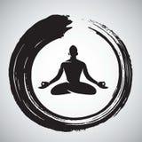 Шаблон логотипа йоги с щеткой круга Дзэн Стоковые Фотографии RF