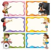 Шаблон рамки при дети играя музыкальные инструменты иллюстрация вектора