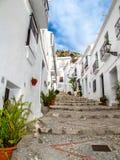 Шаги андалузской деревни, Frigiliana стоковое изображение