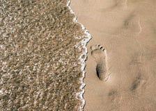 Шаги в песочном на пляже Стоковое Изображение RF