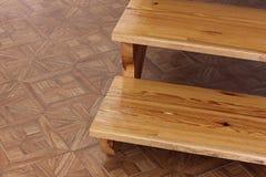 шаги Деревянная лестница шагает деревянно стоковые фотографии rf
