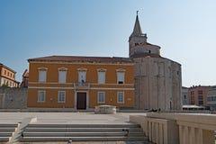 Шаги к форуму, в городке Zadar старом, Хорватия стоковое фото