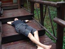 шаги лагеря лежа предназначенные для подростков Стоковые Изображения RF