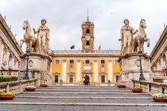 Шаги Микеланджело Capitoline к аркаде Campidoglio на холме Capitoline, Риме, Италии стоковые фото